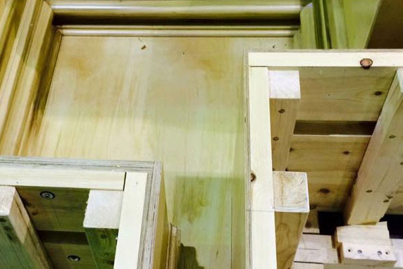 Adjustable timber pilaster mould